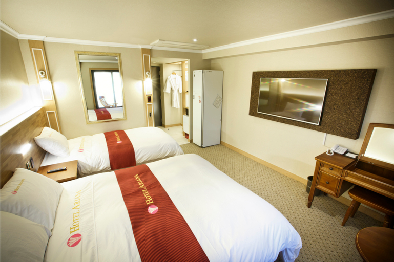 Ariana Hotel, Buk