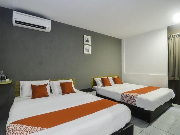 OYO 89465 Golden Lounge, Kuching
