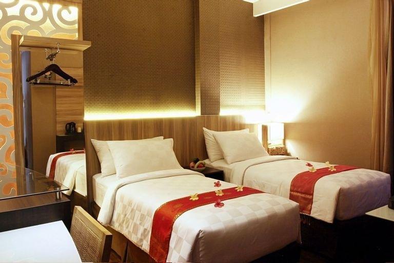 Ox Ville Hotel, Padang
