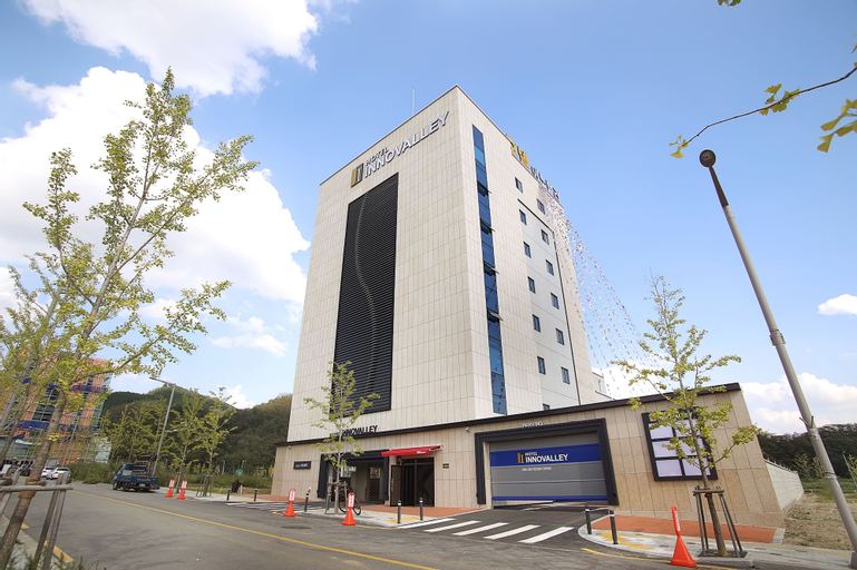 Hotel Innovalley, Dong