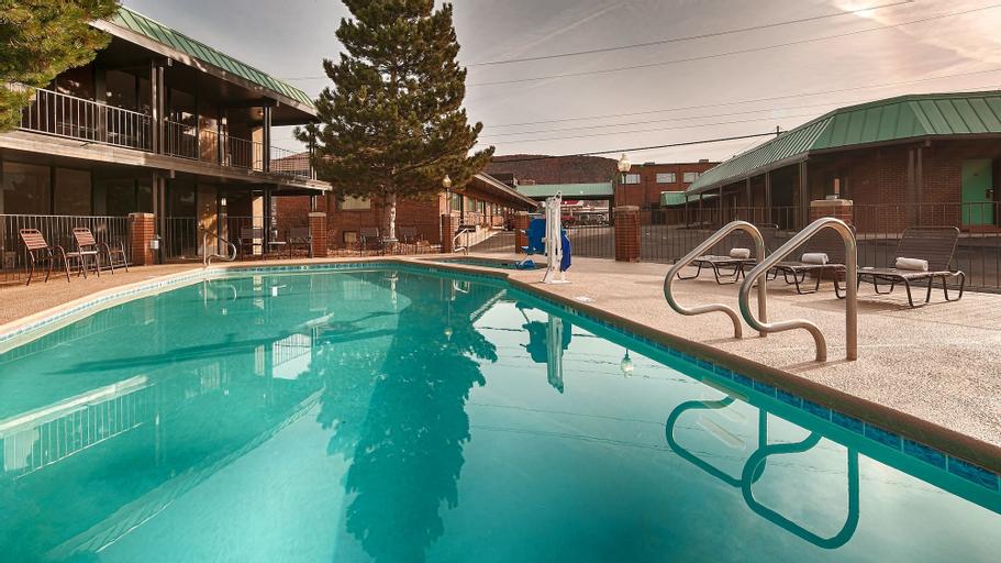 El Rey Inn & Suites, Iron
