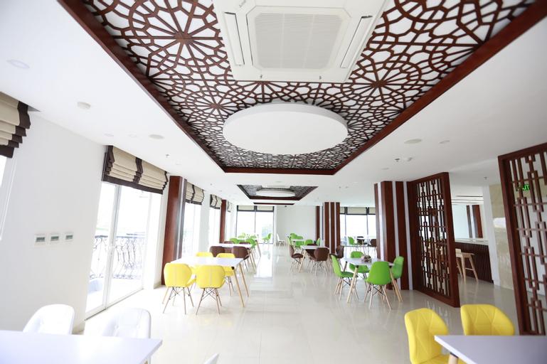 Golden Dragon Hotel, Gia Viễn