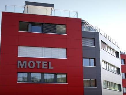 Motel Muhle, Höfe
