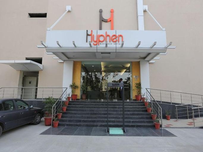 Hotel Hyphen Premier, Meerut