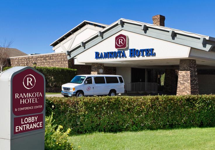 Ramkota Hotel - Bismarck, Burleigh