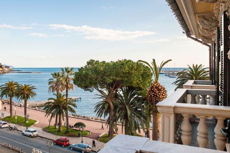Hotel Vesuvio, Genova