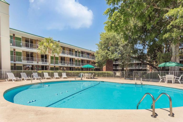 Days Inn by Wyndham Mt Pleasant-Charleston-Patriots Point, Charleston