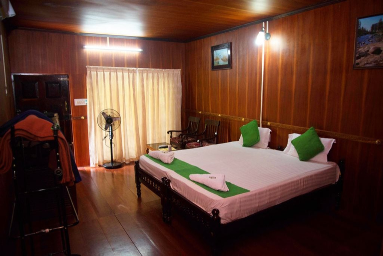 Backwater Retreat - Honeymoon House, Kottayam