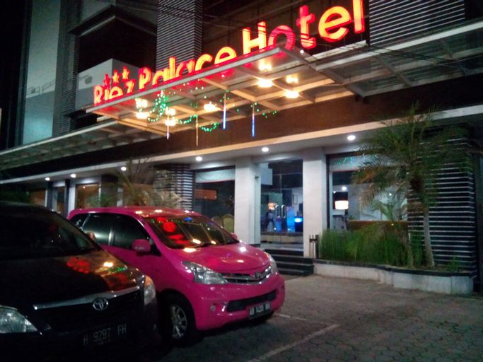 Riez Palace Hotel, Tegal
