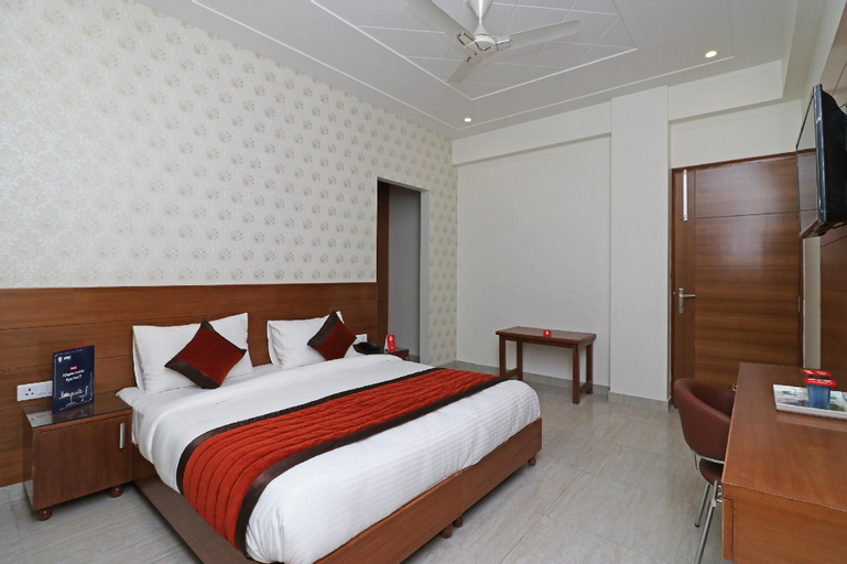 OYO 6812 Taksh Residency, Gurgaon