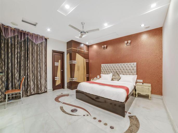 OYO 14231 Santosh Residency, West