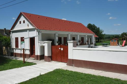 Vera Vendeghaz, Siklósi