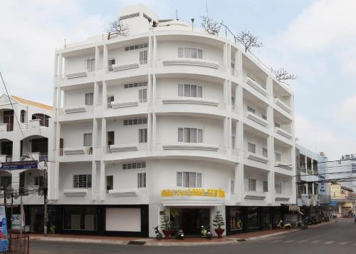 Long Xuyen Hotel, Long Xuyen Township