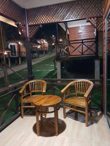 Perhentian Island Cocohut Long Beach Resort, Besut