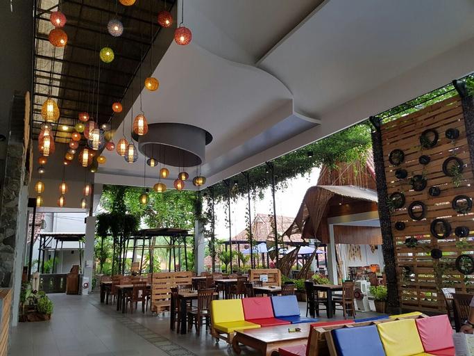 Bukit Daun Hotel dan Resort, Kediri