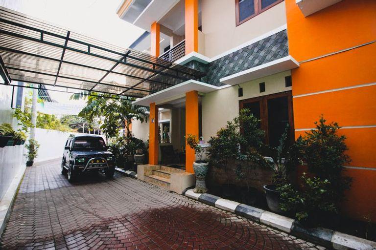 RedDoorz Plus @ Pogung Raya, Yogyakarta