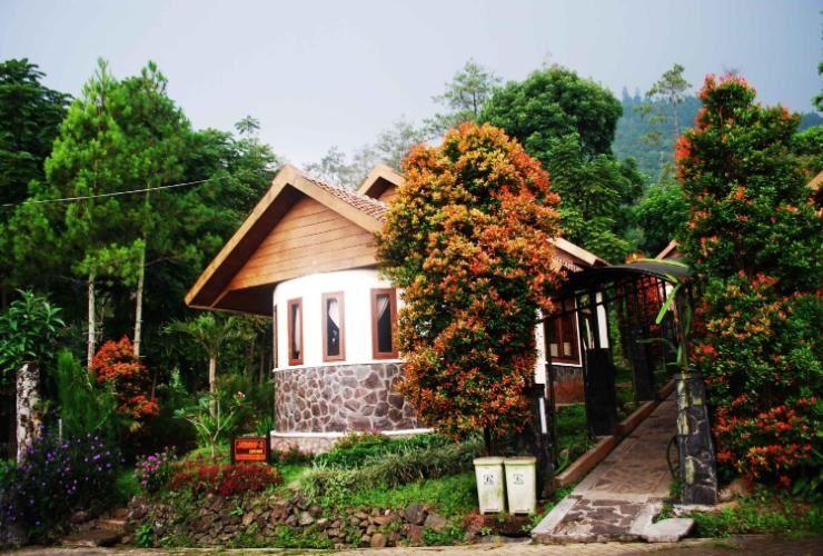 Foresta Resort Padusan Cottage Jasmine, Mojokerto