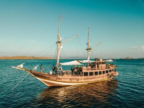 Phinisi Aquamarine, Manggarai Barat
