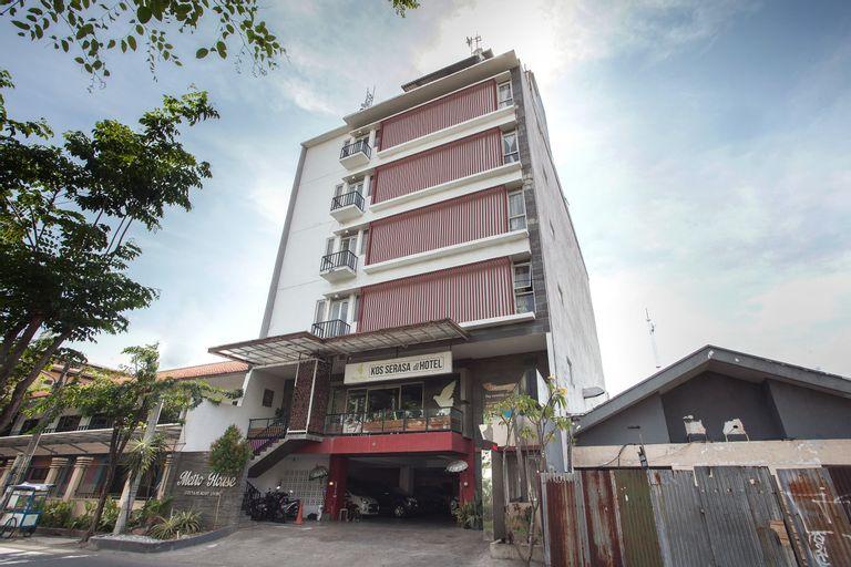 OYO 155 Metro House, Surabaya