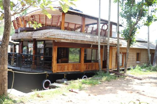 Floatingdays Premium houseboat with all meals, Alappuzha