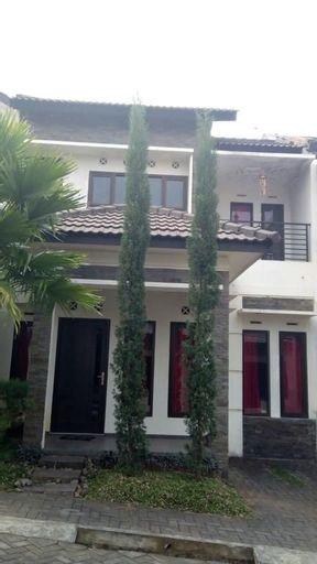 Villa Anggrek 3 by Vino House, Malang