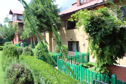 Volga Hotel, Anantnag