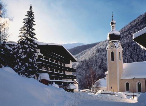 Hotel Basur - Das Schihotel am Arlberg, Landeck
