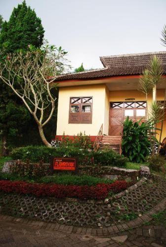 Foresta Resort Padusan Cottage Flamboyan, Mojokerto
