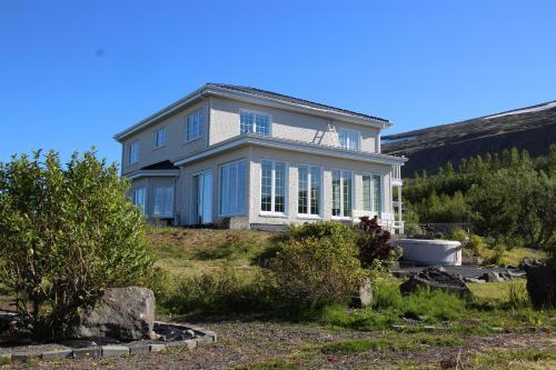 Villa Mafini, Eyjafjarðarsveit