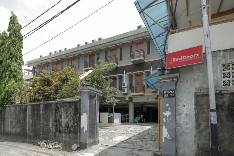 RedDoorz Plus near Ciputra World Kuningan 2, Jakarta Selatan