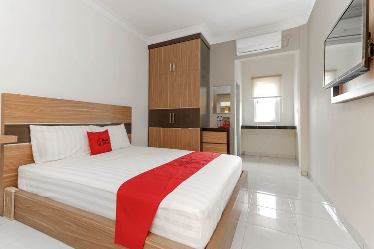 RedDoorz Plus near Palembang Square Mall, Palembang