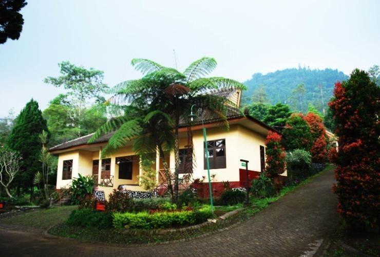 Foresta  Resort Padusan Cottage Cemara, Mojokerto