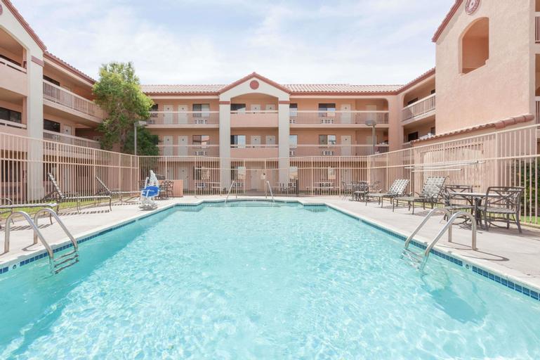 Days Inn by Wyndham South Lenwood, San Bernardino