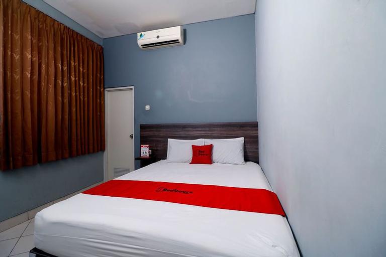 RedDoorz Plus near RS Harapan Kita, West Jakarta