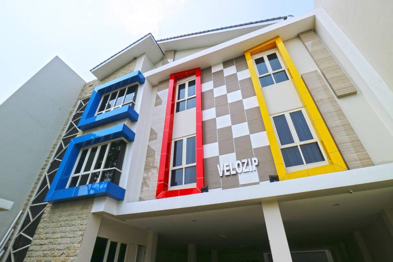 Velozip Homestay, Surabaya