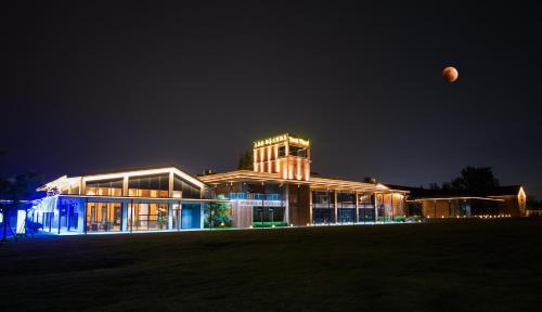 Dusit Thani Wetland Park Resort, Nanjing