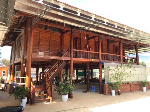 Homestay Binh Huy - Nha San, Mộc Châu