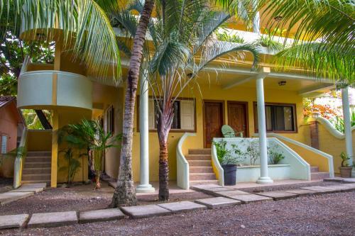 Sea Eye Hotel - Tropical Building, Utila
