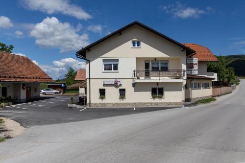Guesthouse & Apartments PRI STANI, Cerknica