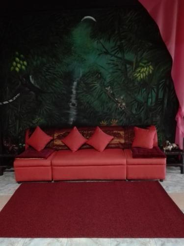 Toni Arts Villa, Nabas