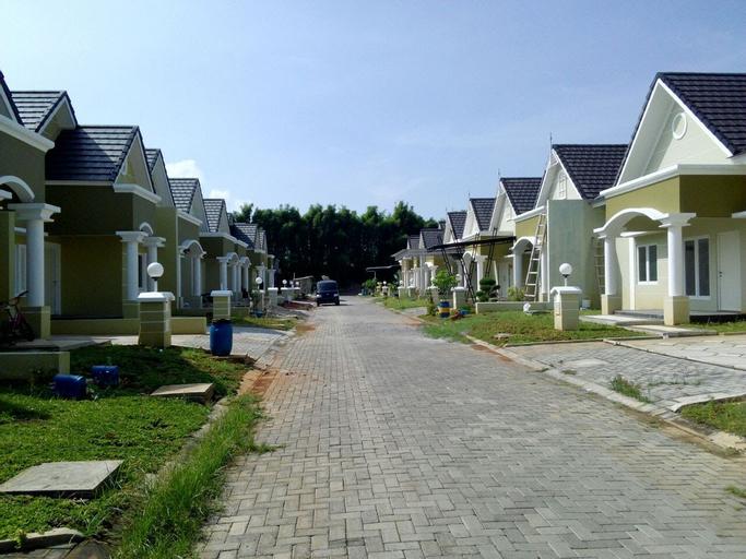 Jasmine Park, Demak
