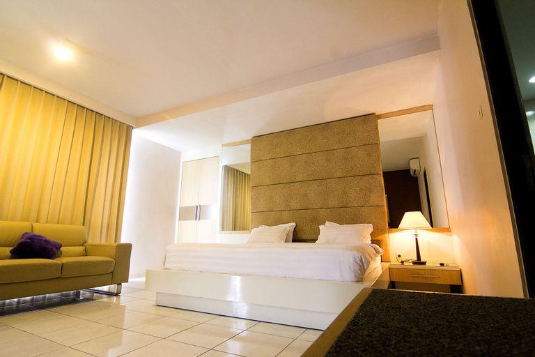 Hotel Royal and Lounge Jember, Jember
