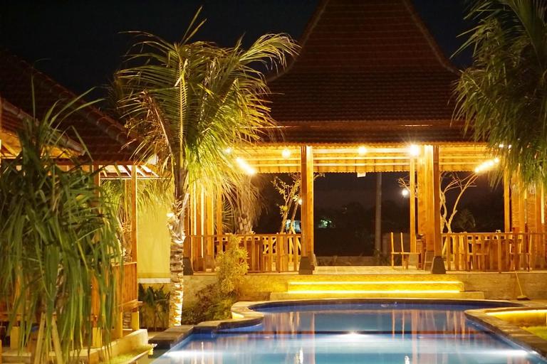 Ocho Bali Surf Camp, Badung
