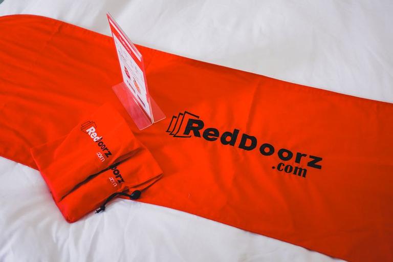 RedDoorz Plus near Mall Ciputra Jakarta, West Jakarta