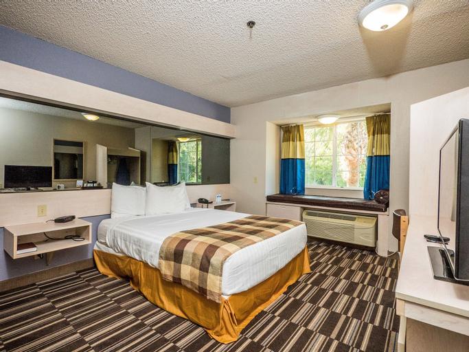 Microtel Inn & Suites by Wyndham Palm Coast, Flagler