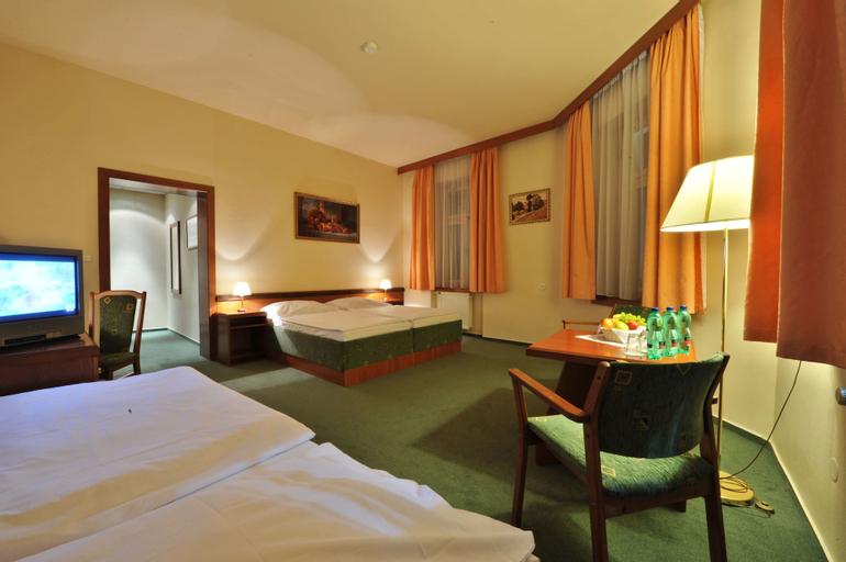Three Crowns Hotel Prague, Praha 8