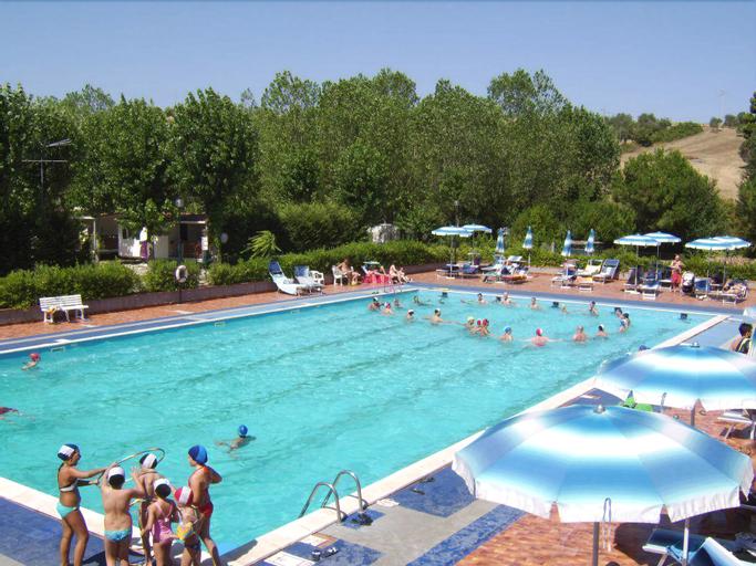Paradise Vacanze, Macerata