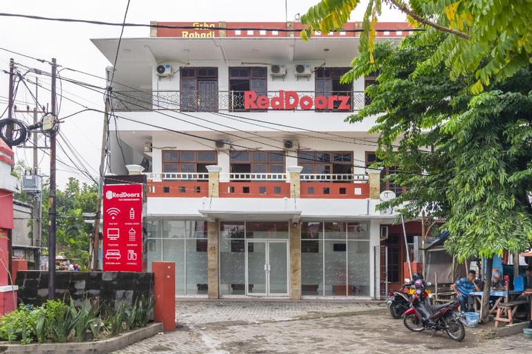 RedDoorz Plus @ Gunungsari Surabaya, Surabaya