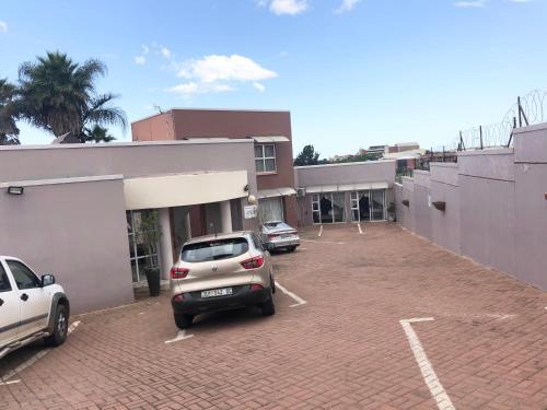 La Maison Guest House, O.R.Tambo