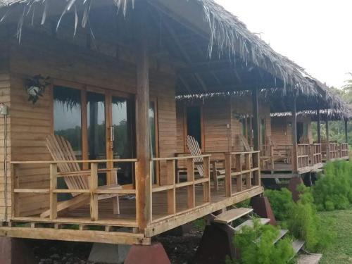 Alus Place Surf Resort, Simeulue